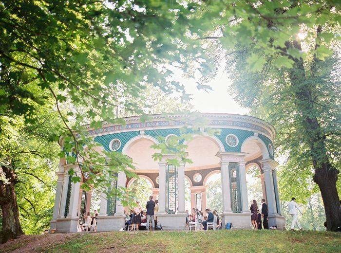 Lantligt Bröllop Stockholm ~ Bröllop i Ekotemplet Hagaparken Stockholm 2Brides Photography Wedding Venues Bride