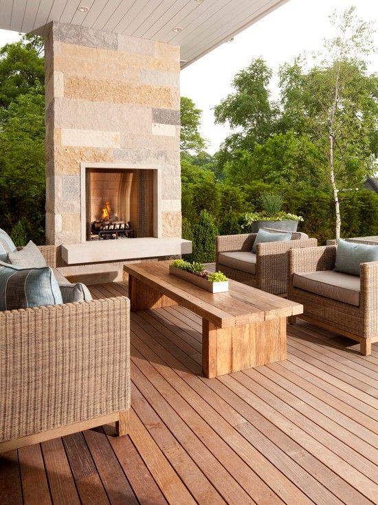 terrassen ideen garten steinkamin feuerstelle dielenboden holz couchtisch - Steinkamin