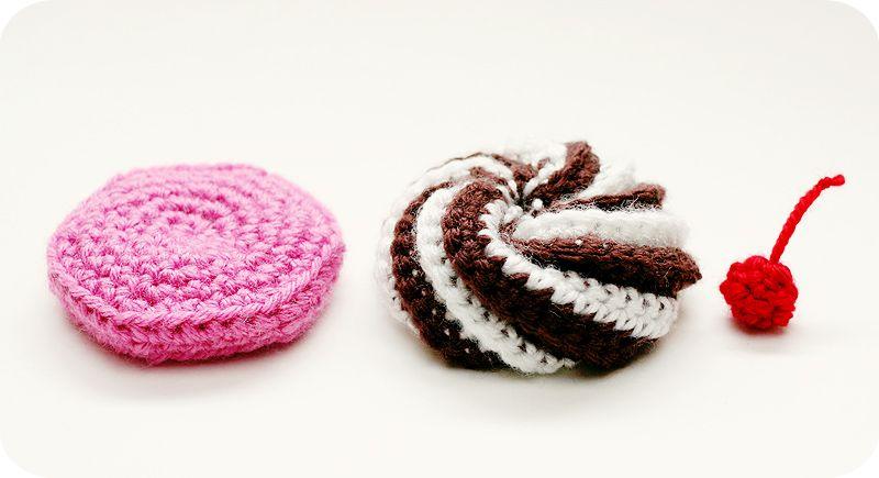 Video Tutorial & Free Pattern: Swirly Cupcake Hair Clips   Crochet ...