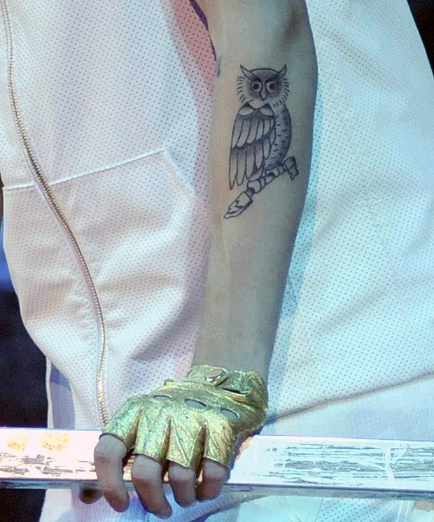 What A Twit Twoo Justin Bieber Shows Off His New Owl Tattoo Justin Bieber Tattoos Owl Tattoo Tattoos With Meaning