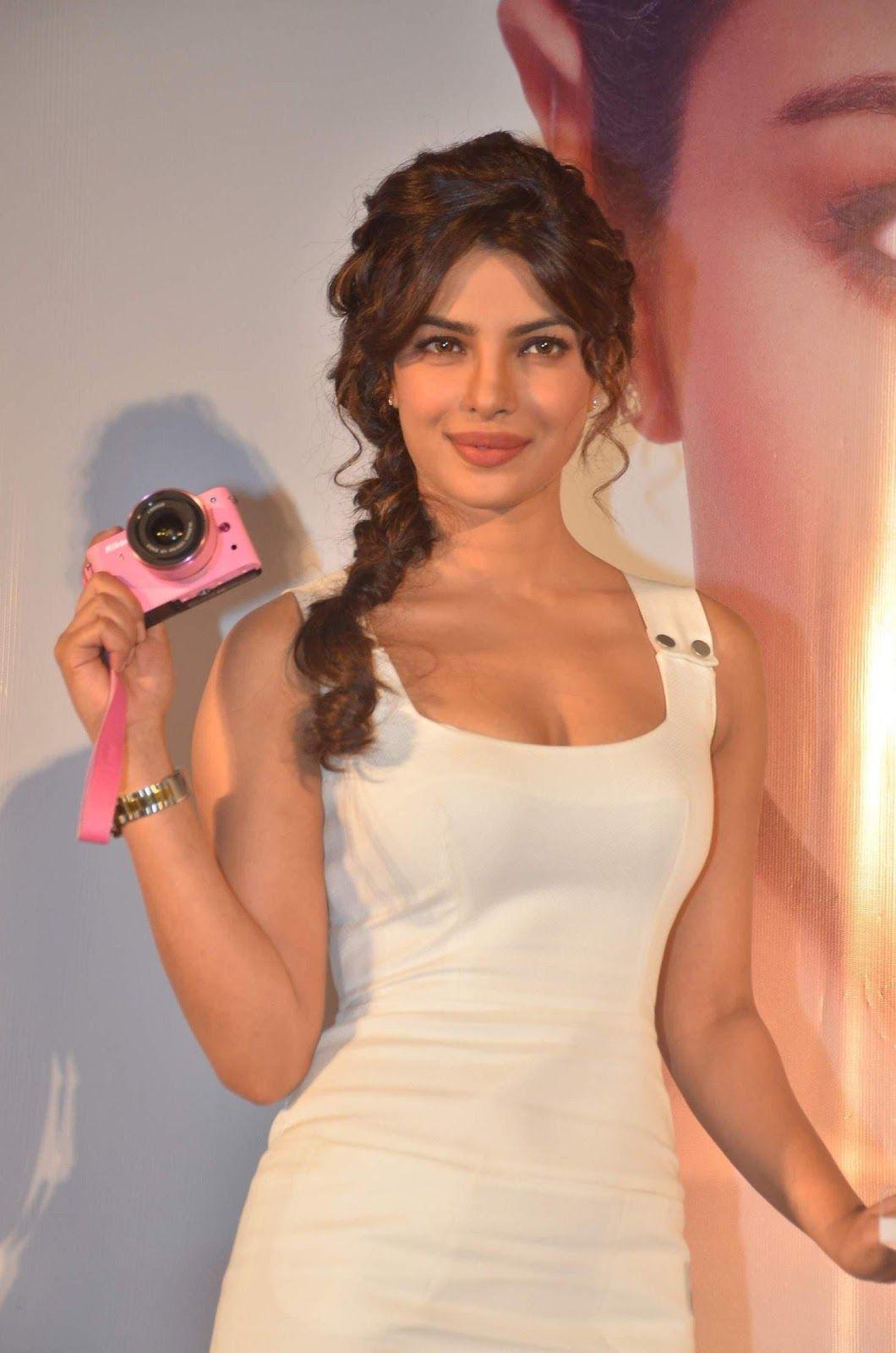 Awesome Bollywood Actress Priyanka Chopra Hot Glamour -2366