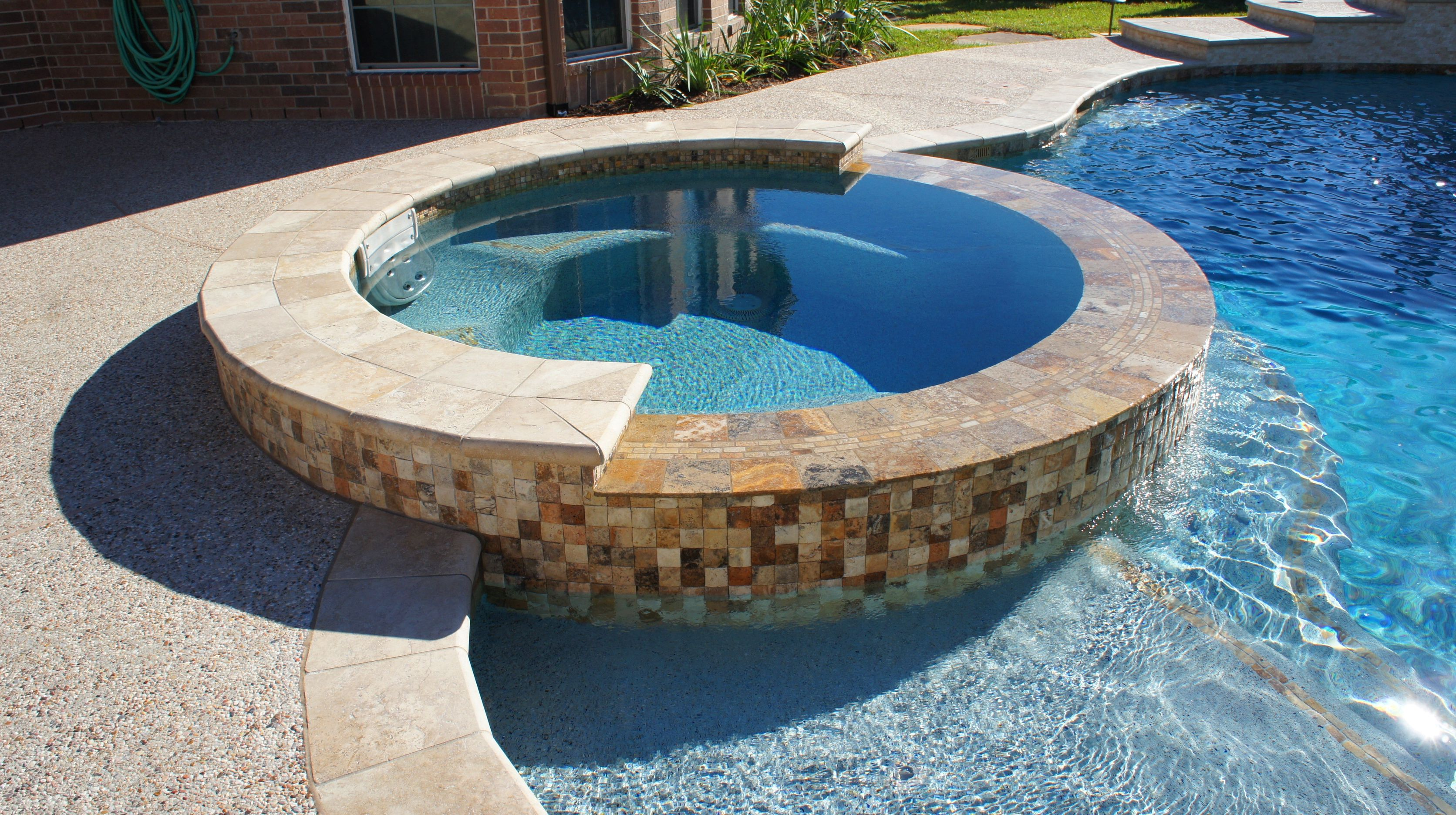 Beautiful negative edge spa spillway custom pool water for Pool negative edge design
