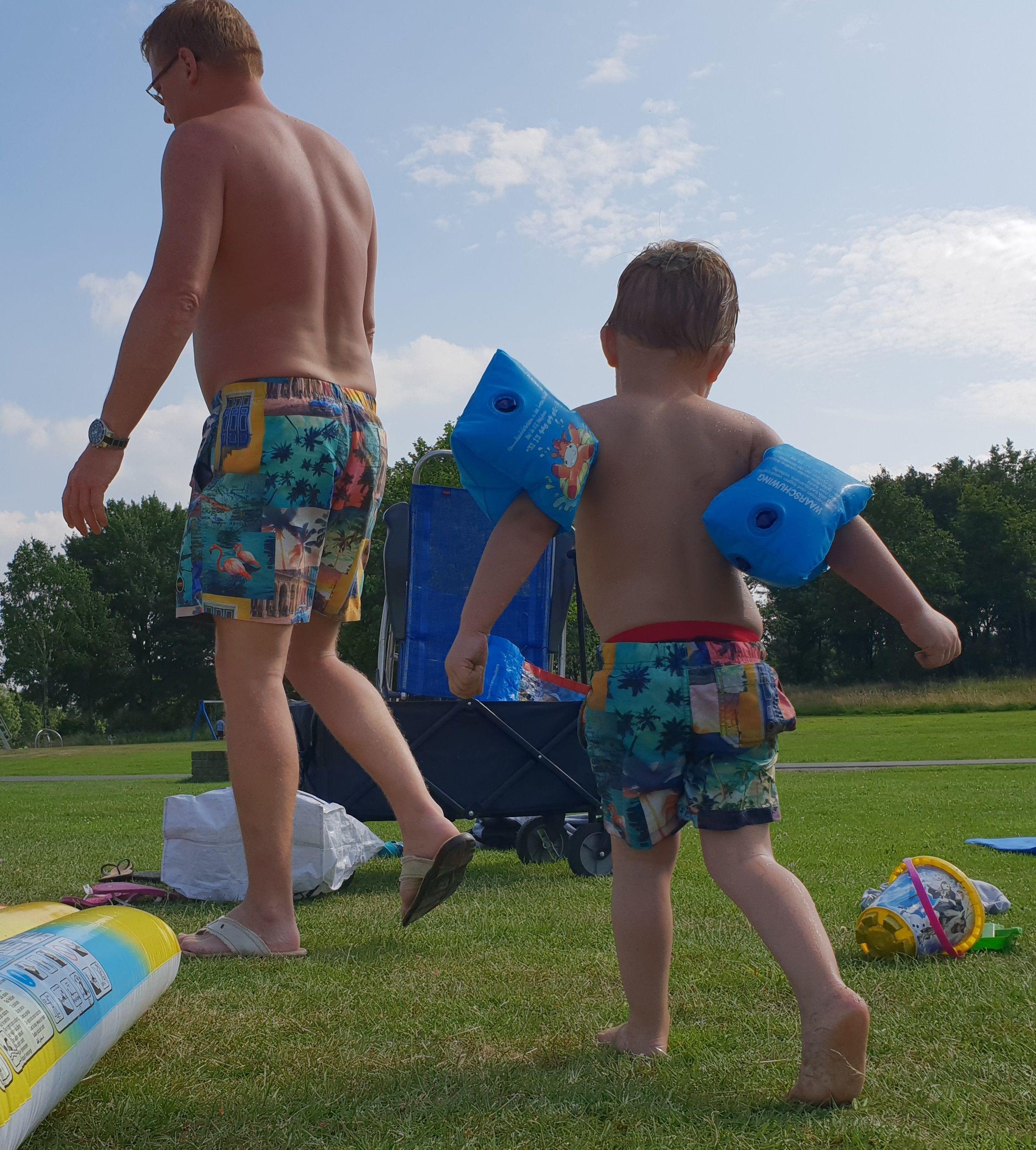 Zwembroek Man En Kind.Vader En Zoon In Dezelfde Vrolijke Zwembroek Zwembroek Vader Zoon