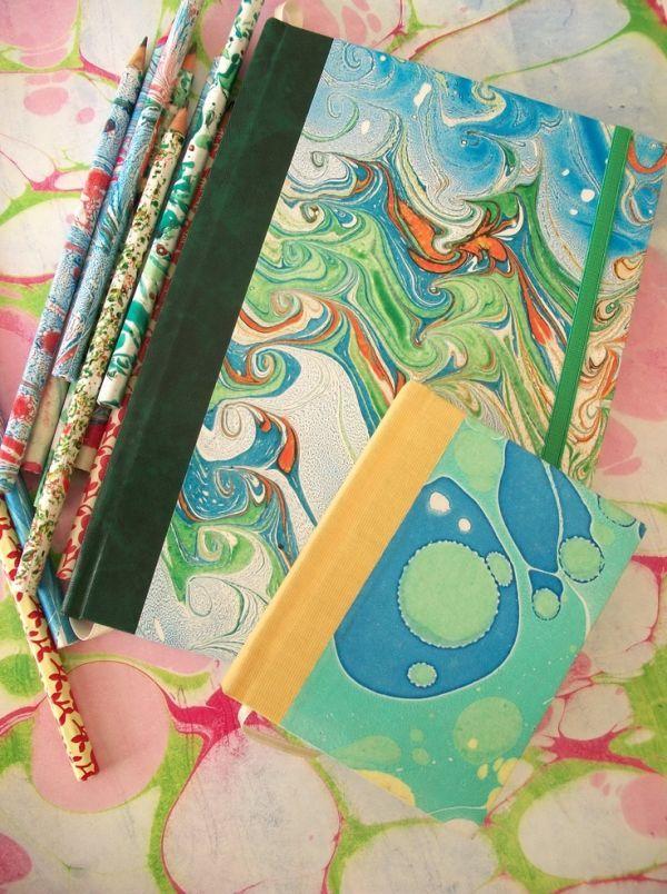 Haz coloridos papeles con textura de mármol