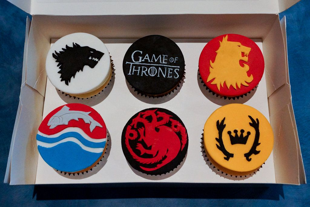 Game Of Thrones Cupcakes By Whisk Us Away Cool Cake Designs
