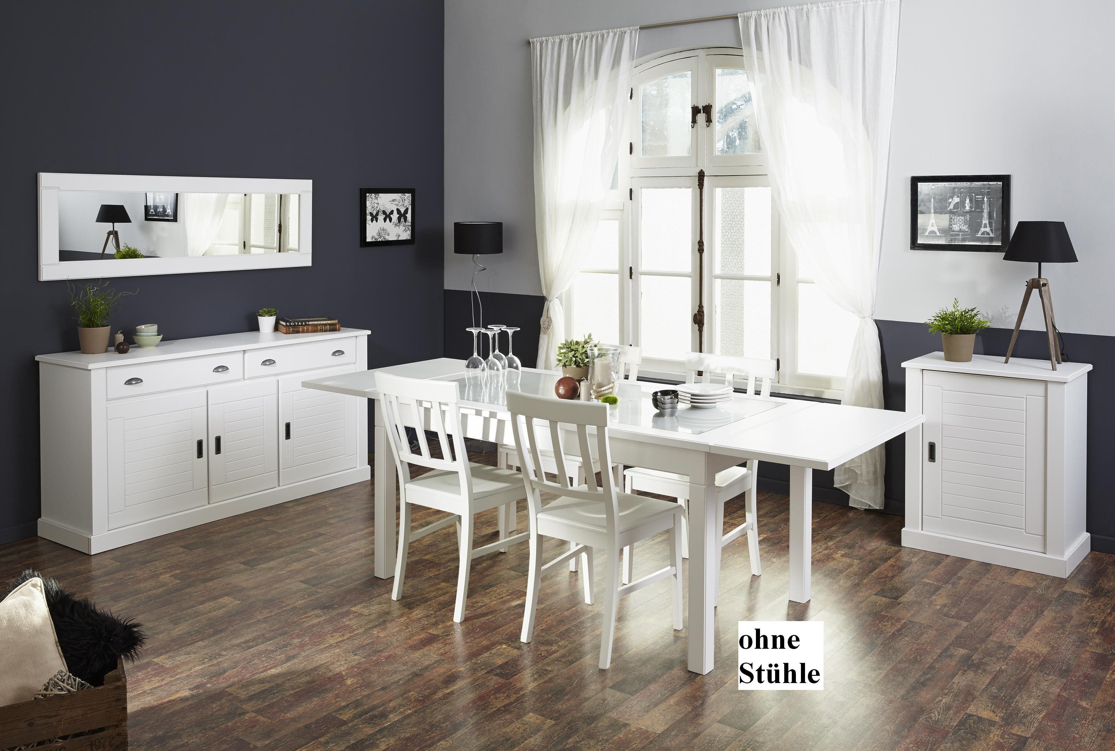 Im schönen Landhaus Stil präsentiert sich diese Esszimmer ...