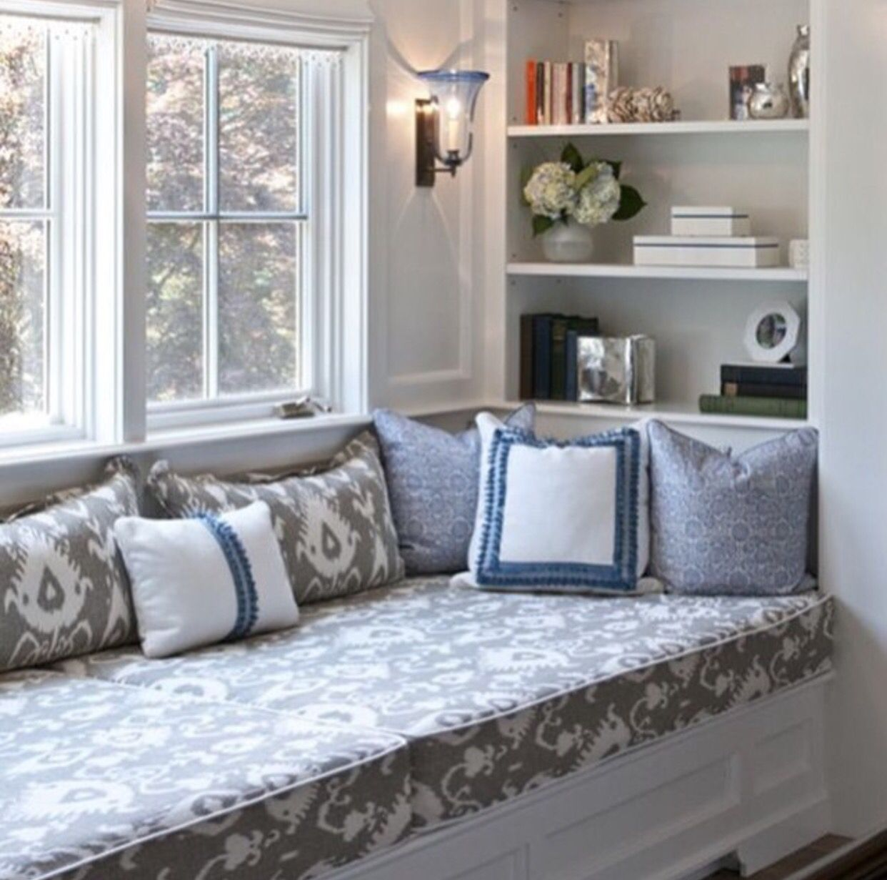 Bed on bay window  pin by yapusa on dream house  pinterest  home home decor and house