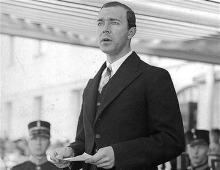 Prinsens far, Gustaf Adolf, från 1938. I januari 1947 dör han i en flygolycka.