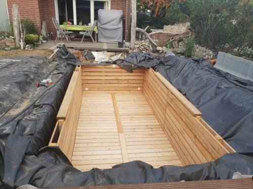 Das Holzbecken ist fast fertig Der Treffpunkt für