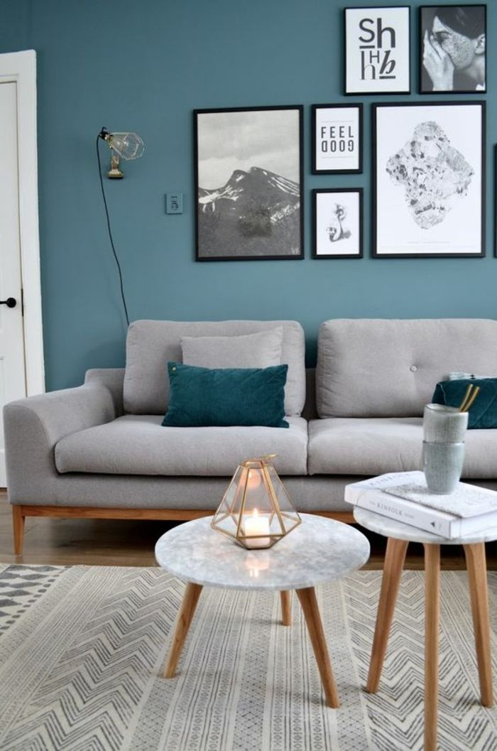 deco salon bleu canard salle de sejour scandinave deux petites tables basses sofa gris