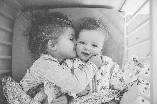 Imagem via We Heart It https://weheartit.com/entry/165167955/via/27543687 #adorable #b&w #babies #baby #cute #fashion #kiss #love