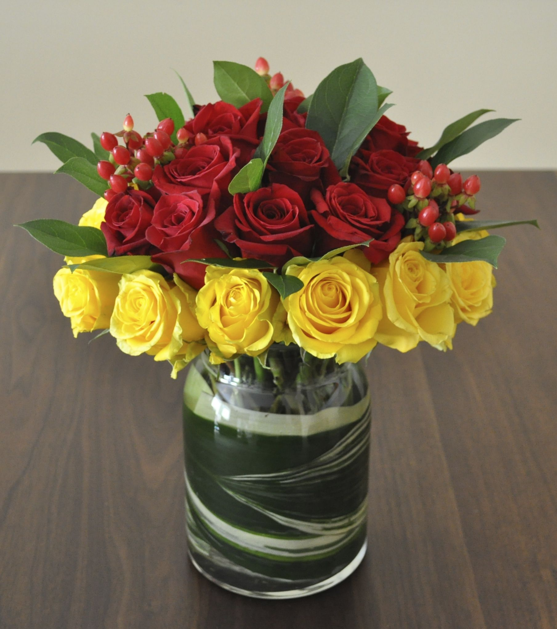 Red Yellow Roses Combo Fresh Flowers Arrangements Flower Delivery Flower Arrangements