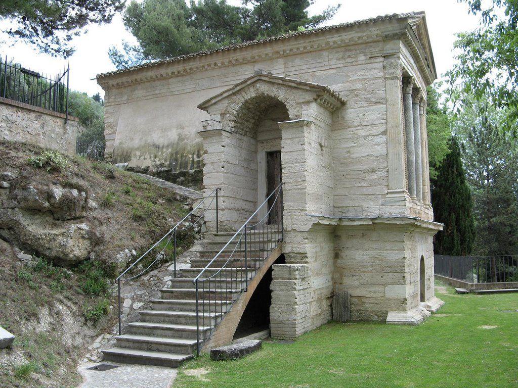 templo romano de Clitunno. Lacio.