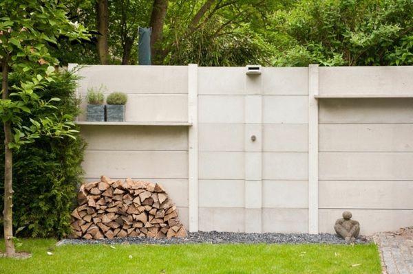 Sichtschutz Terrasse Beton  Beton Mauer Garten Holz Rasen Dusche