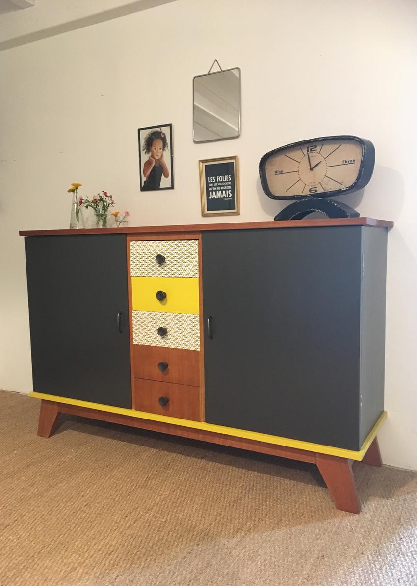 Le Buffet Vintage Agathe A été Entièrement Restauré. Ses Couleurs : Gris  Plomb, Moutarde, Plume, Imprimés Géométriques. Nantes