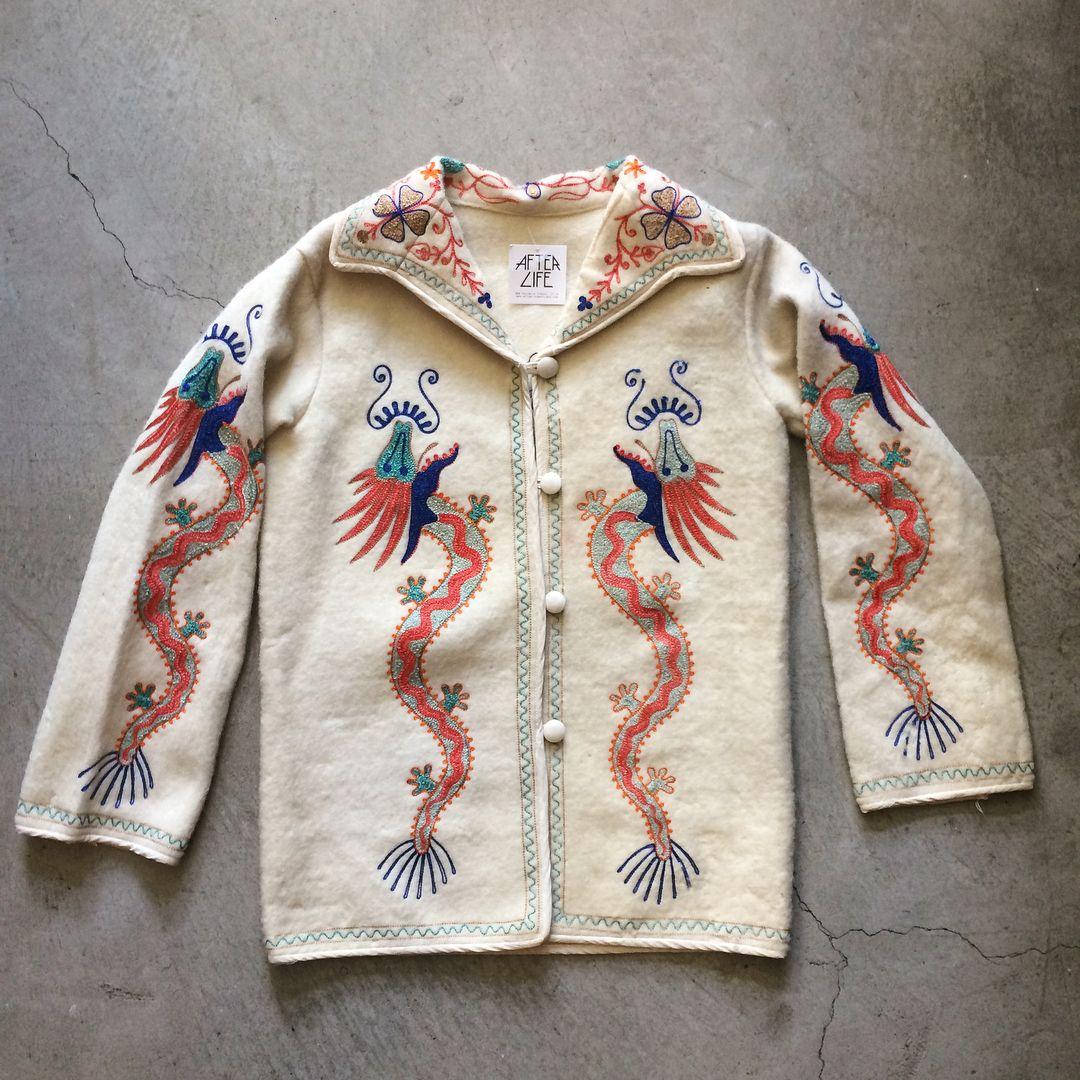 """1940s Asian souvenir jacket, size S measures 19"""" pit to"""