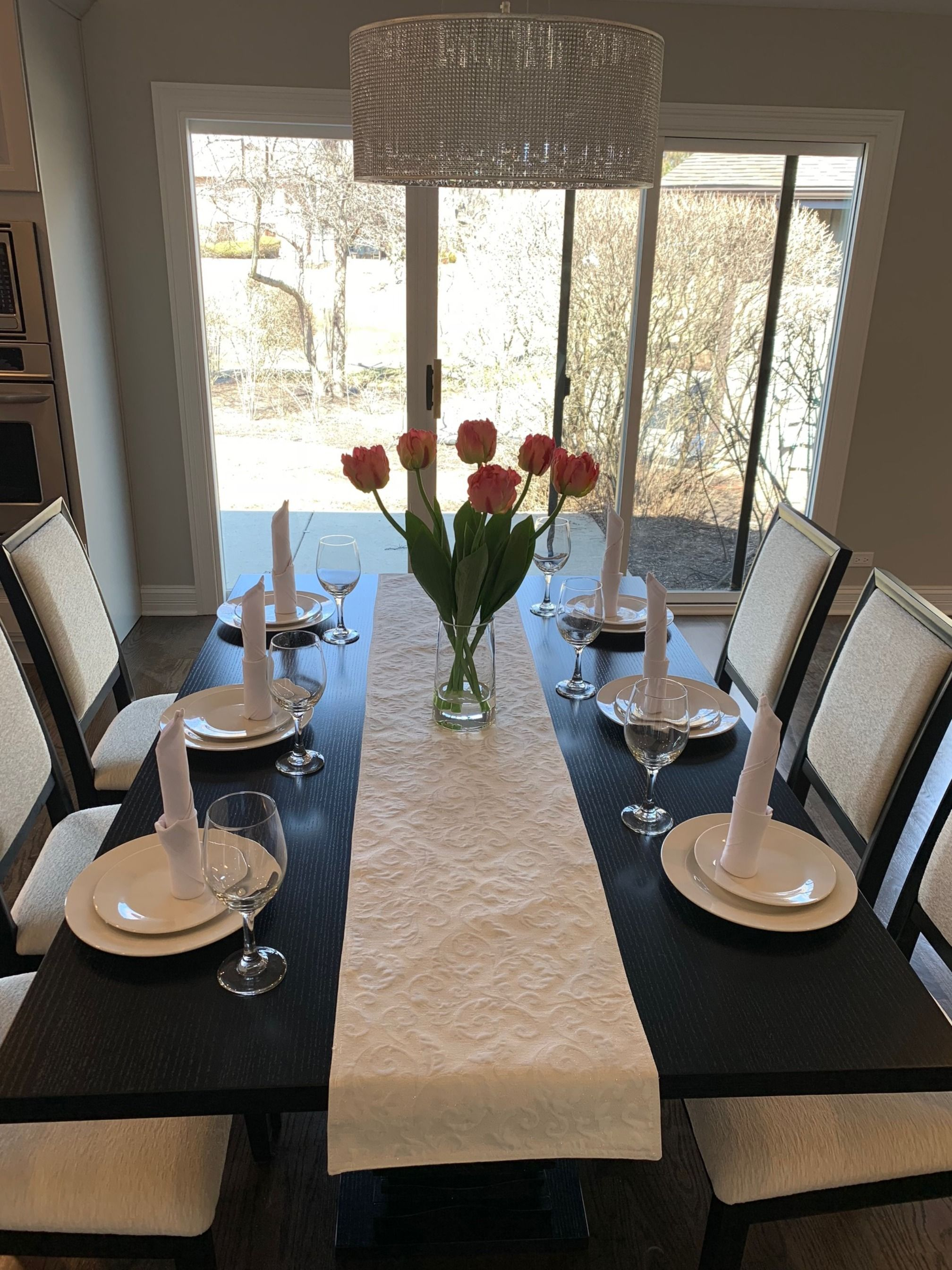 Dining Room Table, How To Set A Dining Room Table For Staging