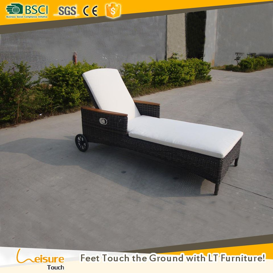 Wholesale Price Woven Outdoor Furniture Hotel Sun Lounger Used