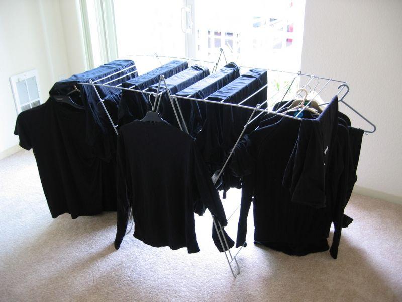 conservez et ravivez la couleur du linge noir avec cet ingr dient qui vient de la cuisine. Black Bedroom Furniture Sets. Home Design Ideas