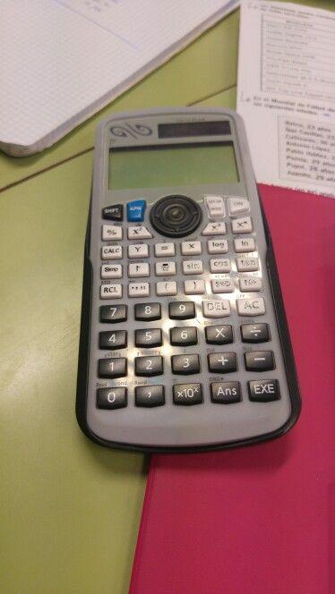 Día 9: Hoy nos hemos sentado por grupos que tuvieramos la misma calculadora. El profe nos ha explicado a cada grupo como calculamos la media, la desviaacion tipica y la varianza.
