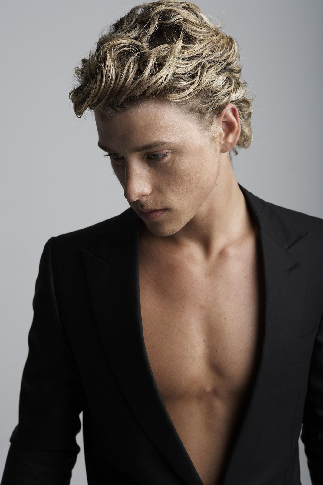 photo Mitch Hewer (born 1989)