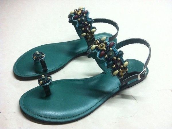 Exceptional color of beaded sandals in ocean blue https://missy-ewa.afrikrea.com/