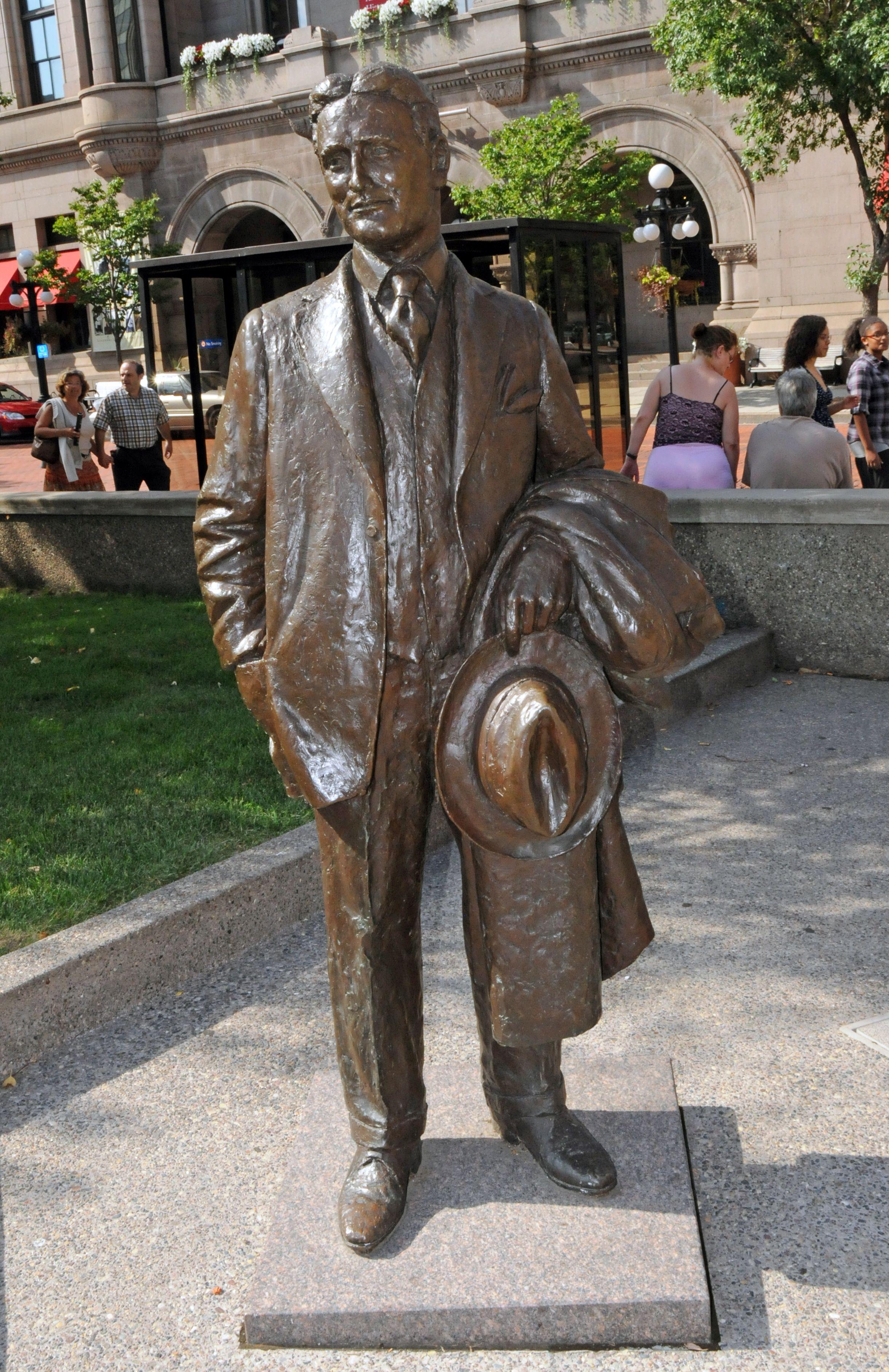Statue of St. Paul native F. Scott Fitzgerald in Rice Park ...