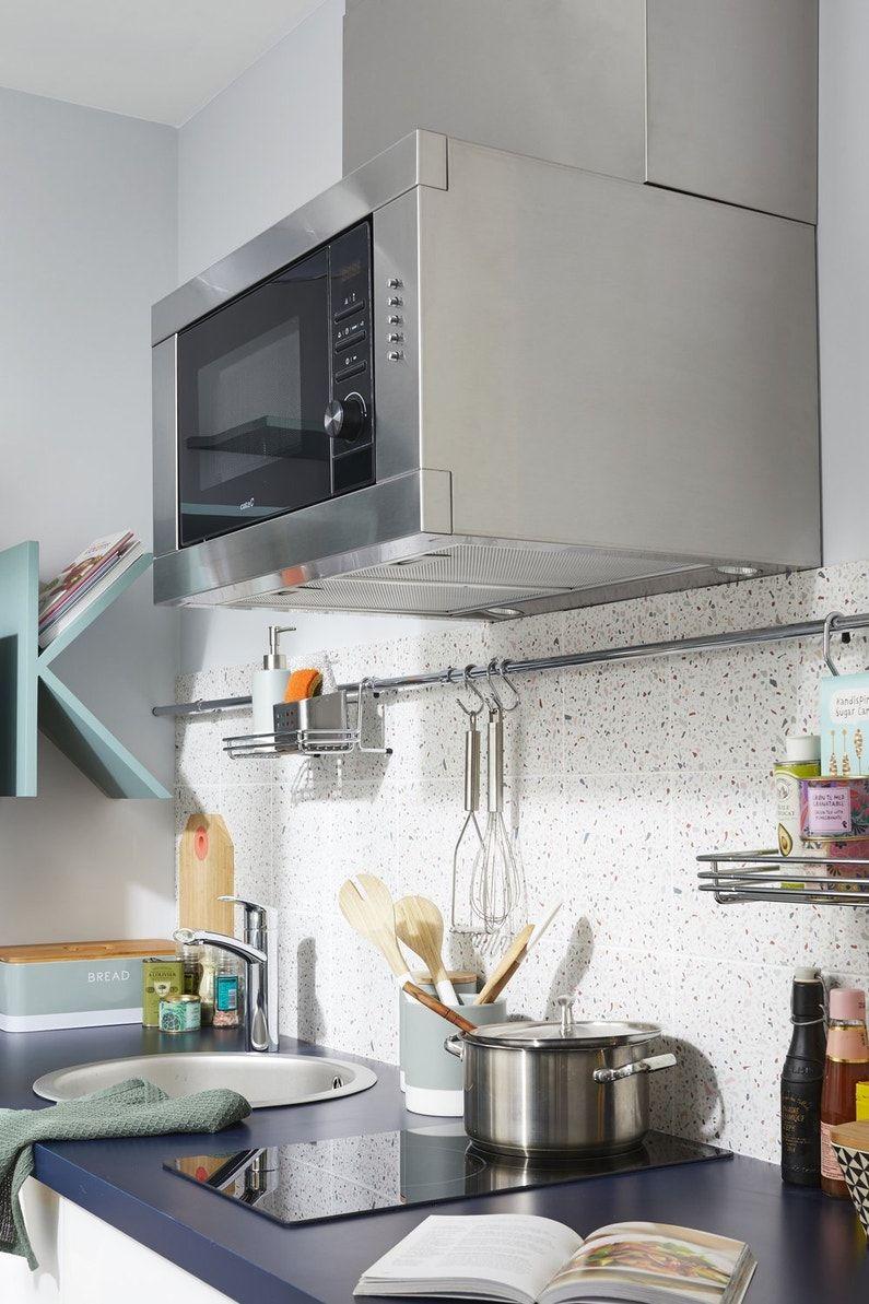 Une Hotte Aspirante Integree Dans Le Four Micro Ondes Leroy Merlin Cuisines Design Amenagement Petite Cuisine Amenagement Cuisine