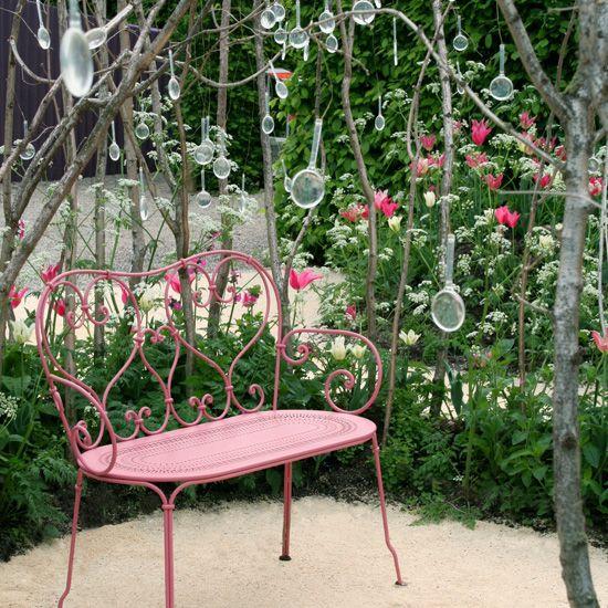 Jardin avec banc #1900 #Fermob www.fermob.com / #garden ...