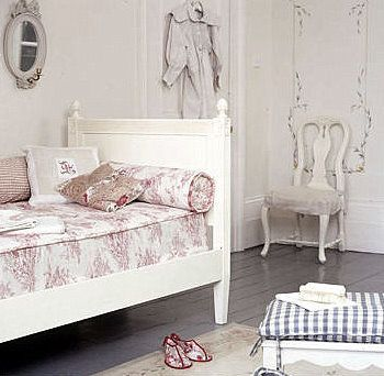 Day bed - a French touch