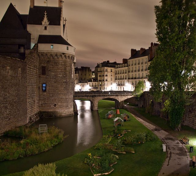 Castle of Nantes, by night.