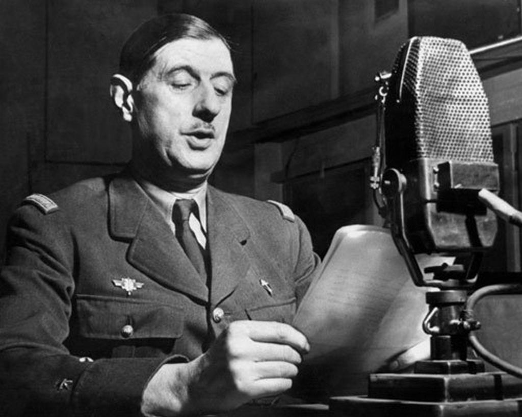Charles De Gaulle. À Londres.  L'Appel du 18 Juin 1940.  J'adore cet homme si courageux.