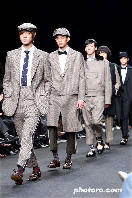 2009 Spring Seoul Fashion Week, Kim Hyun Joong from Boys Over Flowers models for Han Sang Hyuk