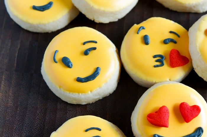 how to make valentine emoji cookies a bakeat350 net