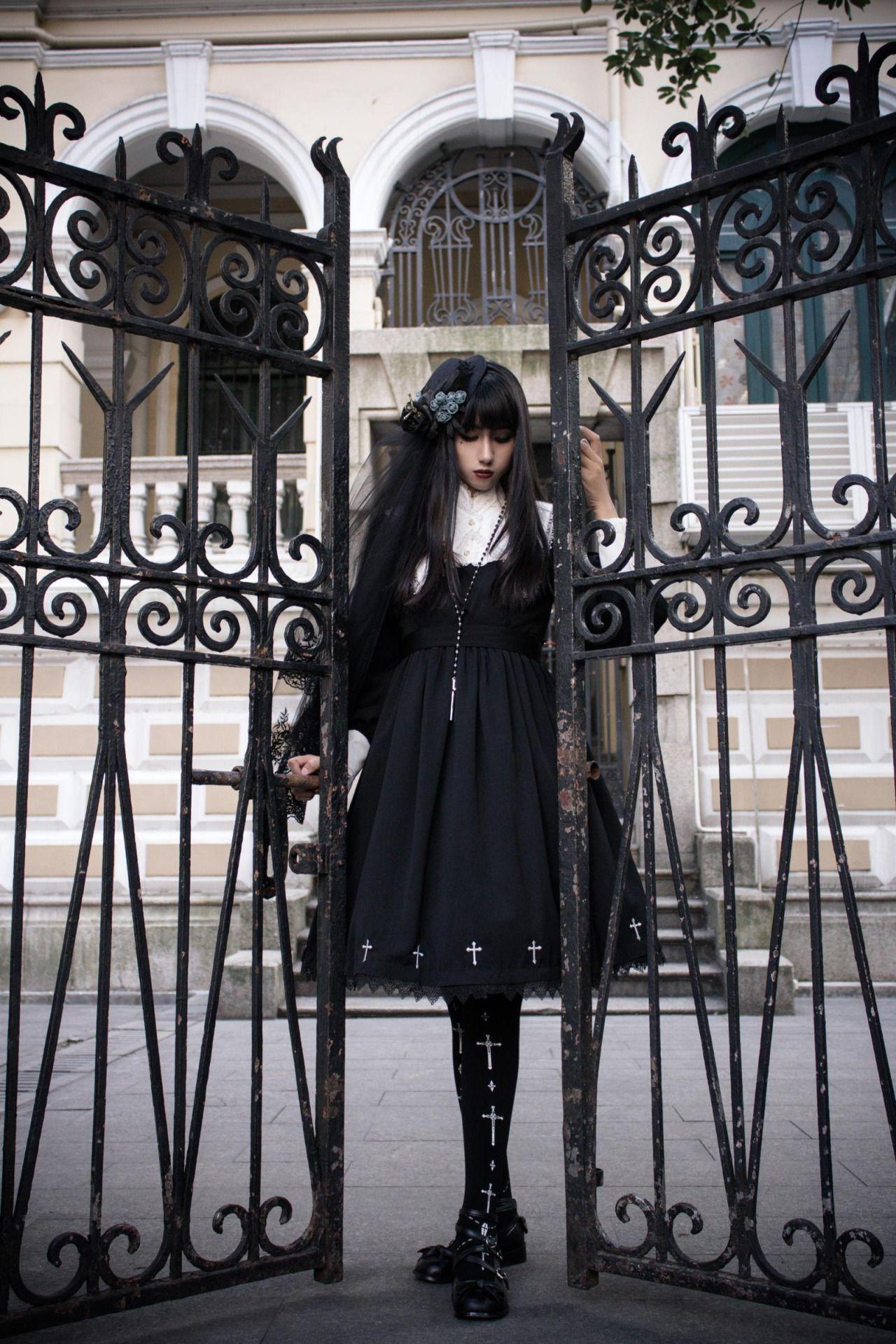 ˆ ˆ beautiful black gothic lolita dress and headpiece fashion