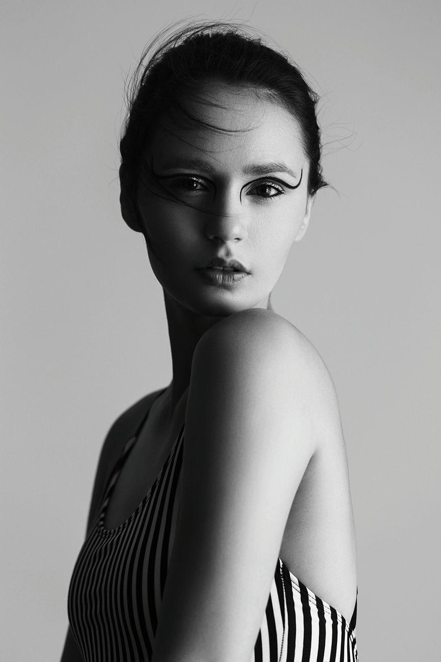 young adult, studio shot, one person, fashion, portrait, beautiful woman,