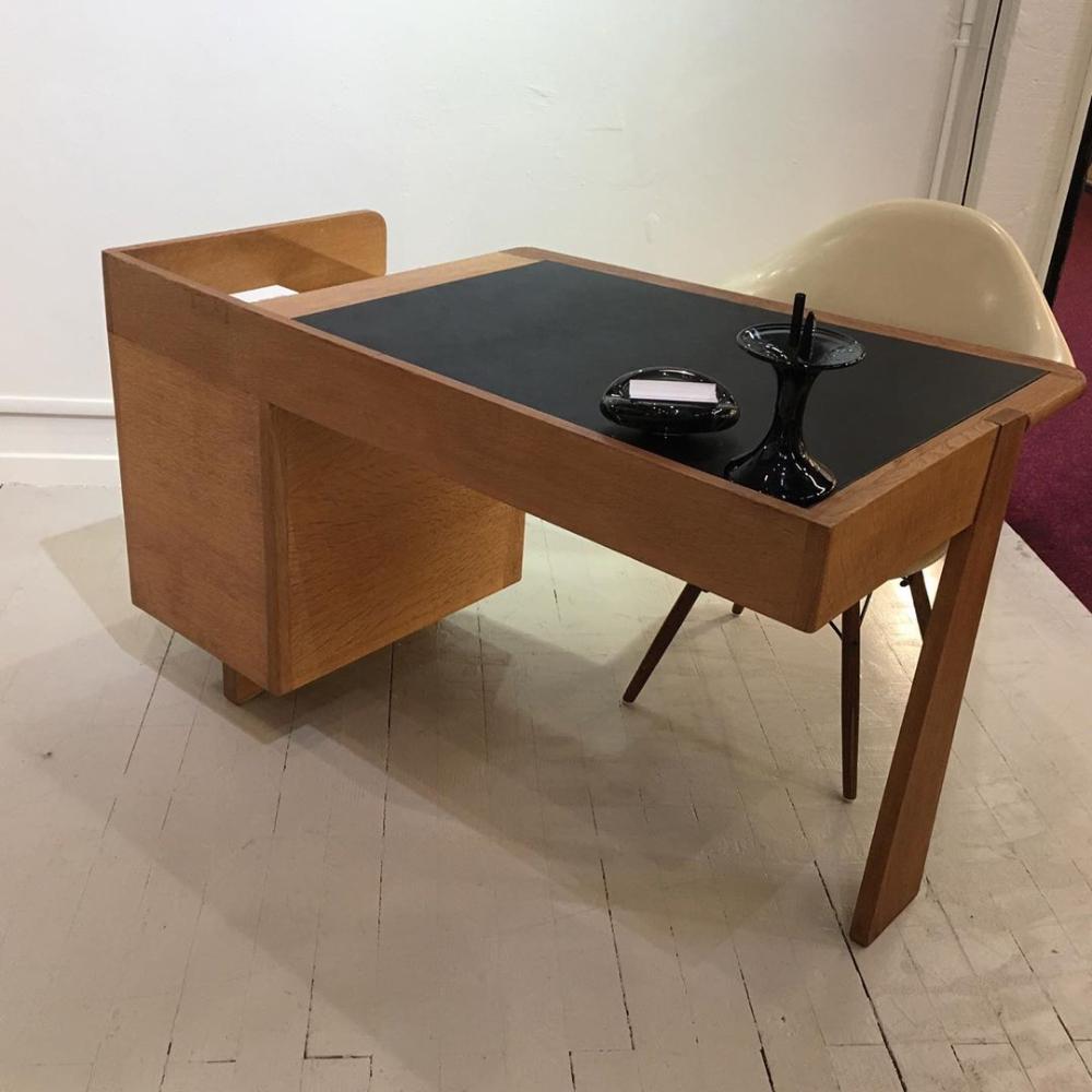 Volfinger Apelbaum Sur Instagram Tout Juste Installe Sold Bureau L Etudiant De Guillerme Et Chambron Moleskine D Or In 2020 Furniture Desk Coffee Table