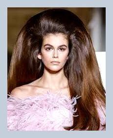 Promi-Frisuren Promi-Frisuren Kurze Frisuren Geflochtene Frisuren Bob-Frisuren Mittlere Frisuren Pixie-Frisuren Kurze Schnitte Feines Haar Lockige Frisuren Spitzenperücken Mittlere Längen Lässige Frisuren Trendige Frisuren Teenie-Frisuren Perücken