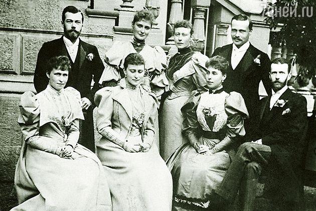 Великий князь Сергей Александрович, его супруга Елизавета Федоровна  и цесаревич Николай  со своей невестой. Дармштадт, 1894 г.