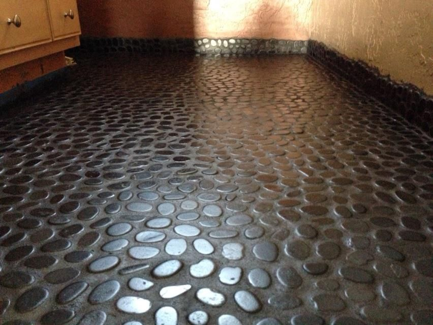 River Rock Floor In Bathroom. Complete