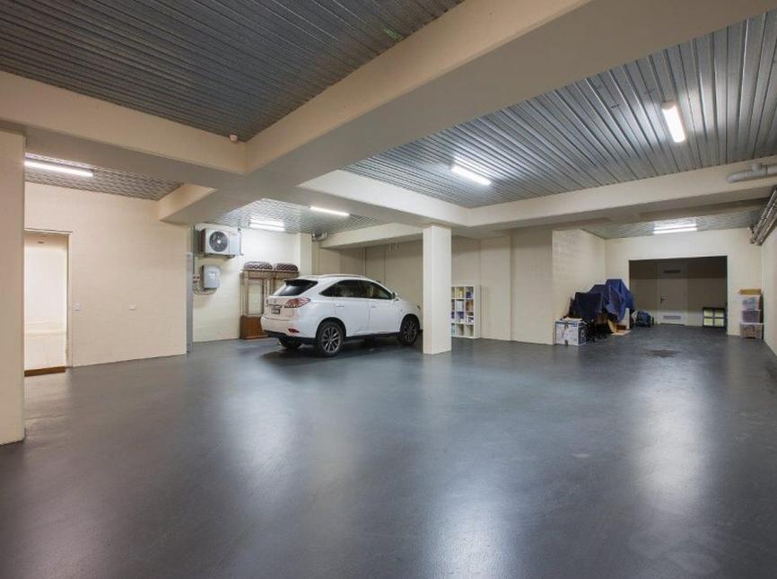 8 Car Underground Garage House With Porch Porch Design Car