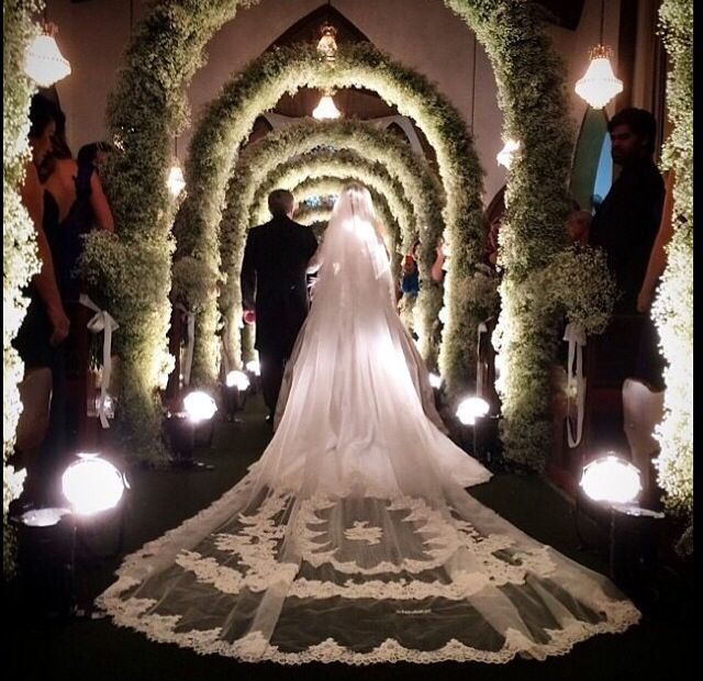 Archways into the ceremony space and that veil.
