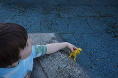 """Bindungsspiele (diese sind von Geburt bis ca. zum zwölften Lebensjahr spielbar) Wenn Kinder einen anstrengenden Tag hatten, sagen sie nicht: """"Puh, ich hatte heute einen echt harten Tag. Lass…"""