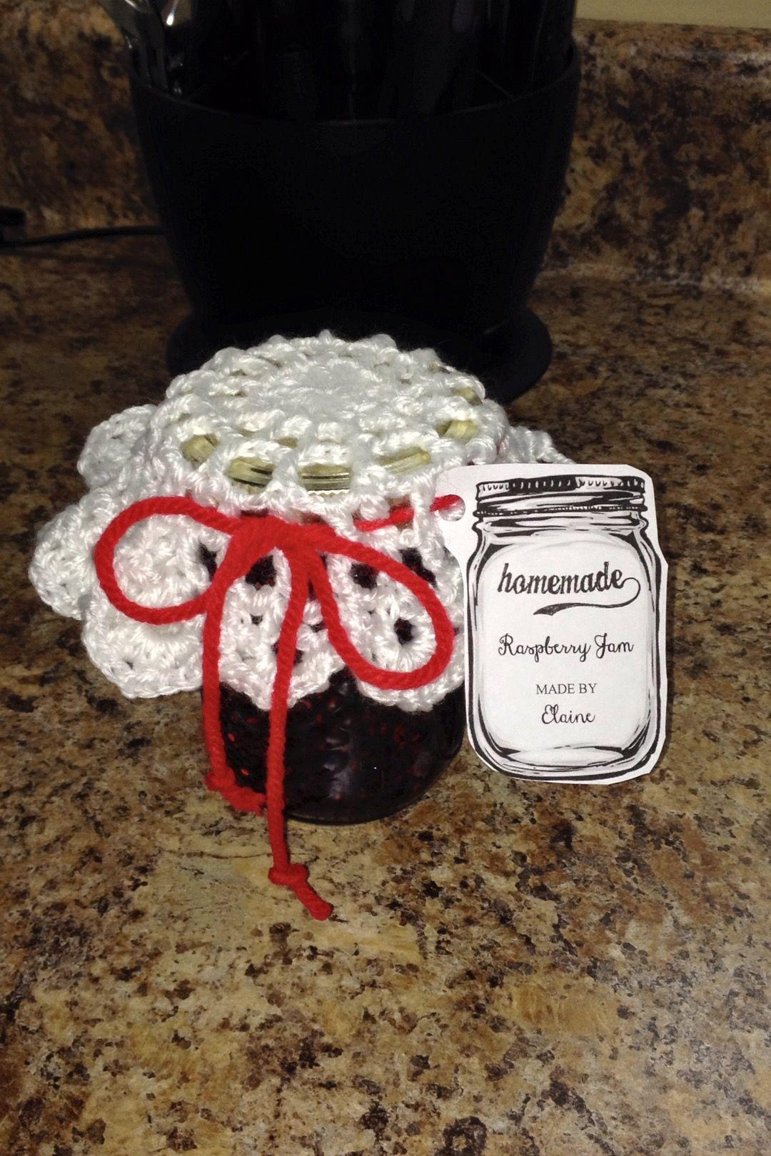 Homemade jam and crochet doily jar topper. Free pattern: http://www ...
