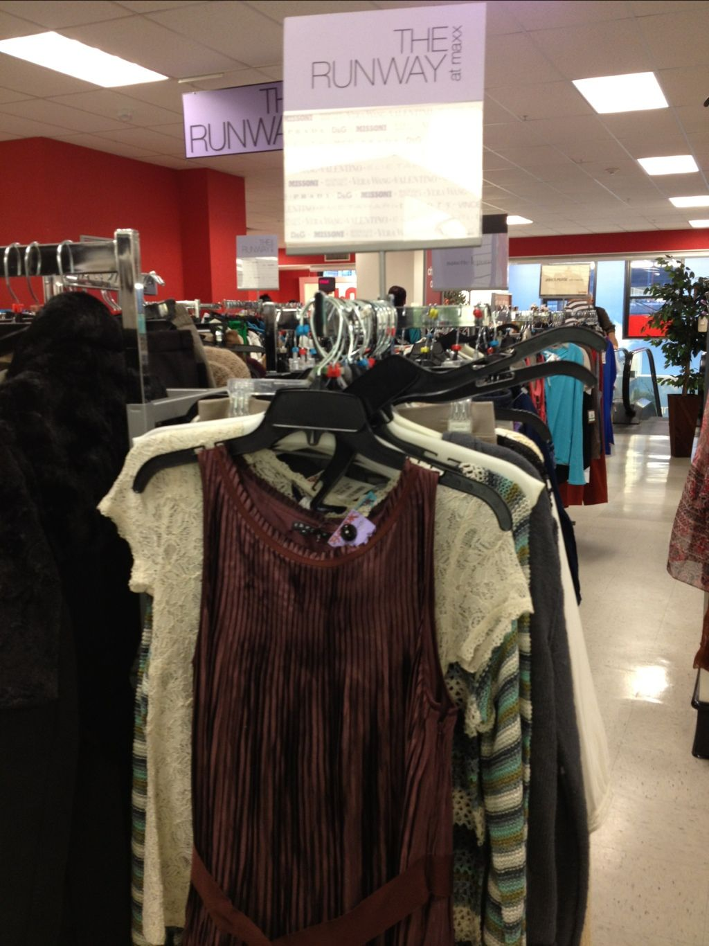 Tj Maxx Runway Stores Near Me : runway, stores, Runway, Maxx:, Discount, Prices, Designer, Fashion, Design,, Maxx,
