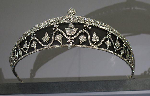 تيجان ملكية  امبراطورية فاخرة 5549d32596eb1ae2b9d1e011febca967