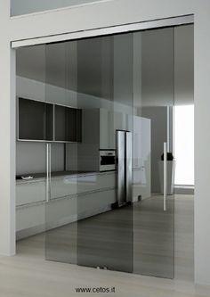 Porta in vetro scorrevole a due ante con guida a vista for Programmi per interior design