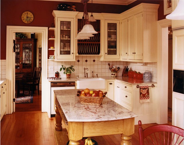 I Like The Red And Cream Decor Think I Want To Paint The Cabinets Cream In My Kitchen Red Kitchen Walls Old Farmhouse Kitchen Home Kitchens