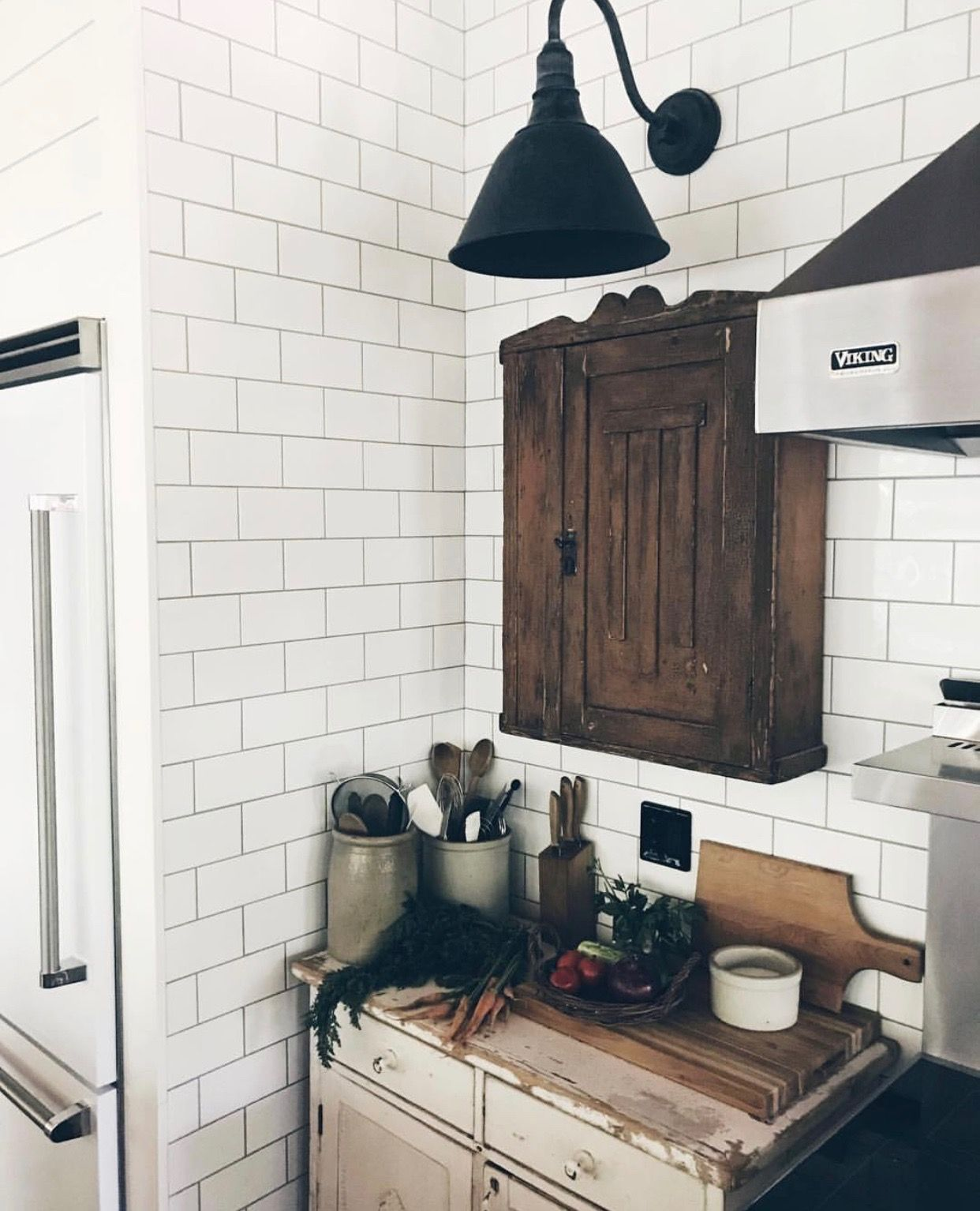 33 Modern Style Cozy Wooden Kitchen Design Ideas: Light Fixture (With Images)
