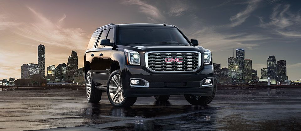Image Of The 2018 Gmc Yukon Denali Full Size Luxury Suv In Black Parked In Front Of A City Skyline Suv Luxury Suv Full Size Suv